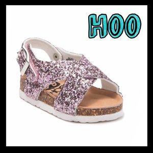 🌸NWT🌸Hoo pink glittered crisscross sandals